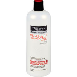 TRESemmé Perfectly (un)Done Weightless Moisturizing Conditioner - 739ml